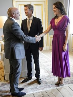7 June 2016 - Princess Mary ans Prince Frederik host a dinner at the Royal Palace Amalienborg in Copenhagen - dress by Prada, shoes by Gianvito Rossi
