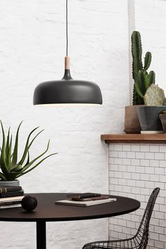 Low-hanging table light