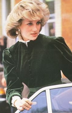 February 12, 1984: Princess Diana at Heathrow Airport after her first solo trip to Oslo, Norway. #RoyalSerendipity #royal #princess #Diana Princess Diana Queen of Hearts