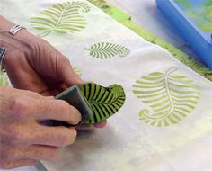 fabric stamping The Printed Fabric Bee: Creating and Embellishing Block Printed Textiles Linoleum Block Printing, Stencil Printing, Printing On Fabric, Block Print Fabric, Fabric Painting, Fabric Art, Fabric Crafts, Hand Painted Fabric, Creative Textiles