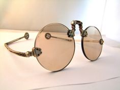 Antique 1800s Museum quality Chinese Sunglasses with Smoked Quartz lens,folding arms op Etsy, 250,00 €