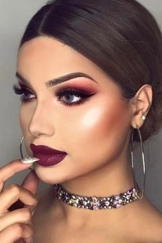 Sexy Smokey Eye Makeup Burgunder Lippenstift Best Black Wings - Make-up Anleitung Dramatic Eye Makeup, Dramatic Eyes, Eye Makeup Tips, Beauty Makeup, Makeup Ideas, Makeup Tutorials, Sexy Eye Makeup, Makeup Hacks, Makeup Eyeshadow