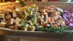 Focaccia til pizza og spekemat Snacks, Different Recipes, Diy Food, Potato Salad, Deserts, Food And Drink, Meat, Chicken, Baking