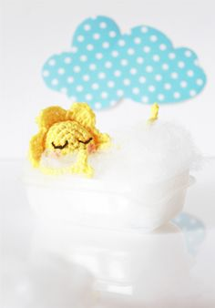 """J'veux du soleil !"", le tuto crochet en prévision des jours de pluie. #tutorielcrochet #tutoriel #crochet #soleilaucrochet #diycrochet / ""I want sun"", a cute crochet tutorial for rainy days. #crochettutorial #tutorial #crochetsun #crochetdiy"