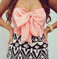 Bow top, aztec shorts - such a cute outfit! Moda Fashion, Cute Fashion, Teen Fashion, Fashion Outfits, Womens Fashion, Style Fashion, Fasion, Fashion Blogs, Fashion Images