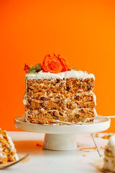 THE BEST Vegan Gluten-Free Carrot Cake! 1 Bowl, rich, moist, with 6 FROSTING options! (sub pineapplesauce for applesauce? Cake Sans Gluten, Sans Gluten Vegan, Gluten Free Carrot Cake, Vegan Carrot Cakes, Gluten Free Desserts, Baker Recipes, Dessert Recipes, Snacks Recipes, Recipes Dinner