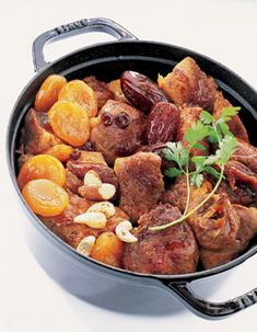 Pork stew with dried fruits-Daube de porc aux fruits secs Recipe for pork stew . Pork stew with dried fruits-Daube de porc aux fruits secs Recipe for pork stew with dried fruit: Cut the meat into cu Easy Casserole Dishes, Pork Stew, Kitchen Dishes, Dried Fruit, Pork Recipes, Hamburger, Oven, Vegetarian, Cubes