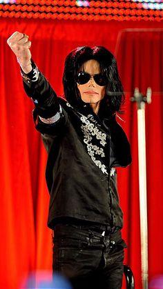 Michael Jackson Born, Michael Jackson Images, Michael Jackson Neverland, American Singers, Beautiful People, Legends, The Incredibles, King, Icons
