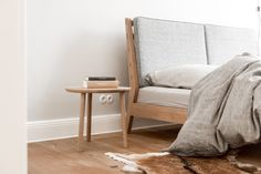 Komplet: łóżko i stoliki nocne drewno dębowe fotografie: Karolina Bąk meble wykonał: Marcin Wyszecki