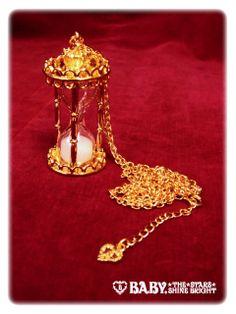 Alice and the Pirates Beginning sandglass pendant