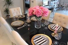 Chic Home Decor Table Set Up - Pink Gold Striped Marbella Lifestyle Blog www.tenesommer.com