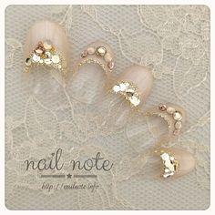 花嫁さん必見*シンプルなブライダルネイルでドレスアップ♡|MERY [メリー] Beautiful Nail Designs, Cute Nail Designs, Bridal Nails, Wedding Nails, Gorgeous Nails, Pretty Nails, Nail Parlour, Camouflage Nails, Silver Nail Art