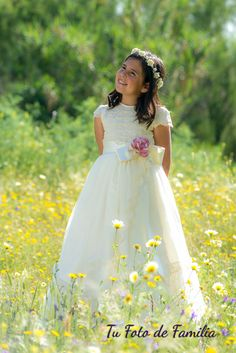 Tu Foto de Familia: Alicia en el campo First Communion Party, First Holy Communion, Little Girl Photography, Photography Photos, Baptism Pictures, Communion Invitations, Princess Photo, Communion Dresses, Photographing Kids