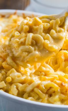 Super Creamy Mac and Cheese with a blend of cheddar, monterey jack, and velveeta. This Super Creamy Mac and Cheese recipe is incredibly rich and creamy. Three types of cheese give it plenty of cheese flavor. Creamy Mac And Cheese Recipe Velveeta, Spicy Mac And Cheese, Macaroni Cheese Recipes, Mac And Cheese Homemade, Creamy Cheese, Mac And Cheese Recipe With Heavy Whipping Cream, Cheddar Mac And Cheese, Macaroni Salad, Comfort Food