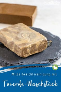 Sanfte Alternative zu Seife: Gesichtsreinigung mit Tonerde-Waschstück Instead of soap: A wash for gentle facial cleansing can be easily done by yourself. It cares, foams just like soap and gets by wit E Cosmetics, Natural Cosmetics, Best Face Mask, Diy Face Mask, Diy Beauty Makeup, Beauty Hacks, Facial Cleansing, Shampoo Bar, Handmade Soaps