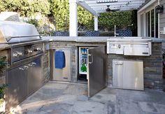 Nice 46 Modern Outdoor Kitchen Design Ideas. More at https://trendecor.co/2017/08/31/46-modern-outdoor-kitchen-design-ideas/