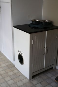 Cat Food Station DIY Microwave Cart Cat Box Hider and Feed Station and like OMG! get some yourself some pawtastic adorable cat apparel! Food Dog, Dry Cat Food, Hidden Litter Boxes, Cat Litter Boxes, Cat Room, Pet Furniture, Diy Stuffed Animals, My New Room, Microwave Cart