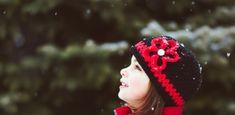 8 τρόποι για να μεγαλώσετε ήρεμα κι ευτυχισμένα παιδιά και να ενισχύσετε τις κοινωνικές τους δεξιότητες.. Winter Hats, Beanie, Beanies, Beret