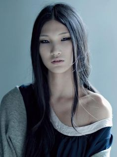 Photo of Chinese fashion model Emma Xie. Pretty People, Beautiful People, Beautiful Women, Female Character Inspiration, Ex Machina, Interesting Faces, Models, Mannequins, Woman Face