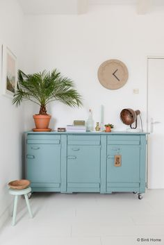 Interieurstyling und fotografie styling turquoise kast © BintiHome Source by mgduinkerken Furniture Makeover, Home Furniture, Deco Addict, Boho Nursery, Industrial Interiors, Furniture Styles, Living Room Interior, Home And Living, Interior Inspiration