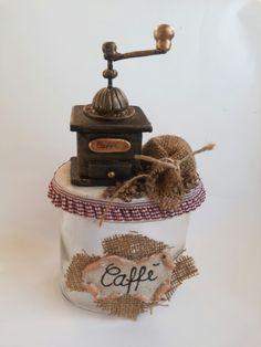 Barattolo  con macinino caffe' in pasta di mais e sacchetto yuta