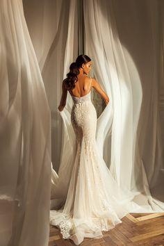 Εντυπωσιακο γοργονε νυφικο απο δαντελα κεντημενη. Νυφικα αθηνα Maid Dress, Couture Collection, Bridal Boutique, Beautiful Bride, Bridal Style, Bridal Dresses, Wedding Styles, Bridesmaid, Formal Dresses