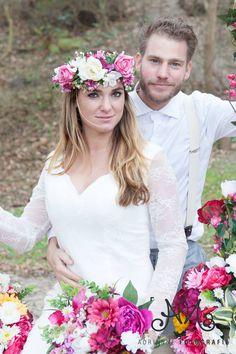 Bohemian Summer bruidegom & bruid Tim en Stephanie Akkerman samen zittend op de bloemenschommel, Bohemian, Entertainment, Band, Wedding, Style, Seeds, Mariage, Stylus, Boho