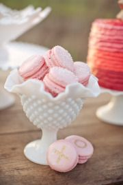 Glass for Weddings Beautiful milk glass pieces to showcase delicious goodies on a dessert table. Source: style me prettyBeautiful milk glass pieces to showcase delicious goodies on a dessert table. Source: style me pretty Macarons Rose, Pink Macaroons, French Macaroons, Macaroons Wedding, Strawberry Macaroons, Making Macarons, Cupcakes, Farmhouse Table Centerpieces, Glass Centerpieces