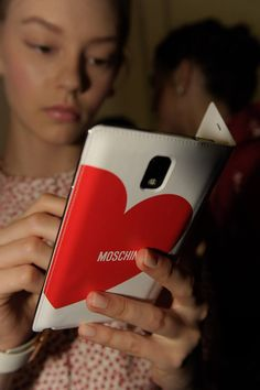 Did you see the new Samsung Mobile Galaxy gear? It was on the Moschino Spring/Summer 2014 catwalk! Samsung Note 3, New Samsung, Samsung Galaxy, Samsung Mobile, Spring Summer, Summer 2014, Moschino, Fashion Accessories, Catwalk