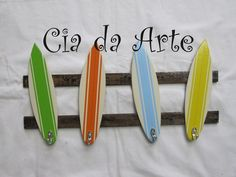 Cabideiro com pranchas de surf. Em mdf com ganchos cromados. R$60,00