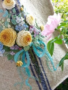 Garden Embroidery, Flower Embroidery Designs, Embroidery Thread, Embroidery Patterns, Brazilian Embroidery, Embroidered Clothes, Cross Stitch, Sewing, Creative