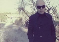 billy corgan smashing pumpkins Billy Corgan, Swans, Cool Bands, 1990s, Pumpkins, Barrel, Beautiful People, Alternative, Train