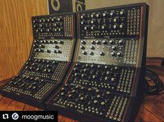 É muito botão mas ter um deste em casa seria ótimo ! Wall of sound. #moog by henrique_portugal