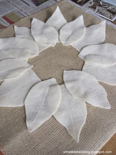Details: pottery barn knock off pillows.Simple Details: pottery barn knock off pillows. Burlap Crafts, Fabric Crafts, Sewing Crafts, Sewing Projects, Diy Crafts, Burlap Pillows, Sewing Pillows, Decorative Pillows, Christmas Sewing
