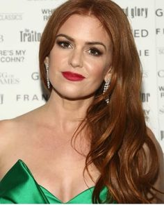 Isla Fisher Photos - Isla Fisher at the Sony Pictures Classics TIFF Celebration Dinner 2019 at Morton's The Steakhouse on September 2019 in Toronto, Canada. Red Headed Actresses, Ginger Actresses, Red Head Celebrities, Famous Celebrities, Indian Celebrities, Isla Fisher, Corte Y Color, Kendall Jenner Outfits, Victoria Dress
