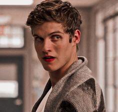 Teen Wolf Isaac, Corey Teen Wolf, Teen Wolf Scott, Teen Wolf Boys, Teen Tv, Teen Wolf Desenho, Daniel Sharman Teen Wolf, Dc Superhero Girl, Collage Des Photos
