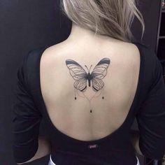Tatuajes chica alma libre mariposa