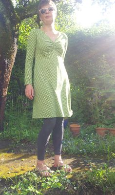 I love all kind of polka dots, so this is my favourite theme friday. Today I`m wearing one of my favourite dresses. Ajaccio from the german label Schnittquelle made from a wonderful cotton/elasthane jersey. Weather: 11-20°C, much rain till the early evening