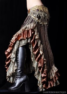 skirt--perfect for a little tribal fusion belly dance. Costume Steampunk, Style Steampunk, Steampunk Fashion, Boho Fashion, Steampunk Pirate, Man Fashion, Gothic Fashion, Steampunk Boots, Fashion Models