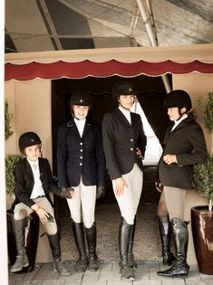 Ella, Paris and Gwen McCaw with Gwen's mother, Baby de Selliers. Equestrian Boots, Equestrian Fashion, Equestrian Outfits, Equestrian Style, Riding Pants, Riding Gear, Horse Riding, Jodhpur, Horse Girl