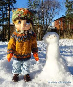Aurora's woolen hat and sweater.