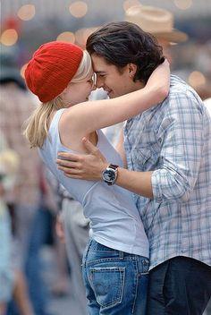 Kirsten Dunst (Claire Colburn) & Orlando Bloom (Drew Baylor) - Elizabethtown directed by Cameron Crowe (2005)
