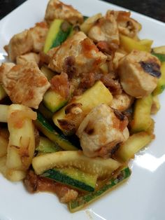 Pollo Guisado, Kung Pao Chicken, Potato Salad, Diet, Queso, Ethnic Recipes, Drinks, Food, Easy Food Recipes