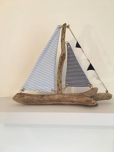 Lovely handmade driftwood boat with light and dark blue stripes. Driftwood collected by myself, from the stunning Dorset coast. Driftwood Wall Art, Driftwood Projects, Boat Crafts, Summer Crafts, Estilo Navy, Seaside Art, Beach Wood, Ideias Diy, Wood Boats
