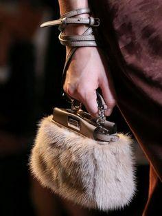 Collezione borse Fendi Primavera Estate 2015 - Micro clutch in pelliccia Fendi