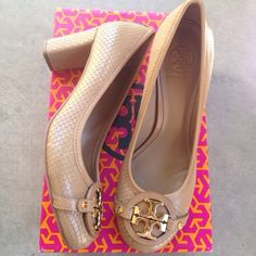 "{Tory Burch} Pumps - Aaden Mid Heel Brand new in box. Color: Walnut. Retail $285+tax. A ""must have"" for Tory Burch fans. ✨SOLD OUT✨  ❌ No Trades/Paypal  ❌No Lowballs ✅ Bundle discounts ✅Ship same or next day   Authentic Tory Burch Shoes Heels"