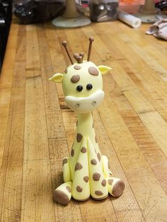 Broccoli and coconut cake - Clean Eating Snacks Fondant Giraffe, Giraffe Cakes, Fondant Animals, Baby Tv Cake, Cute Giraffe, Sophie Giraffe, Giraffe Birthday, Jungle Cake, Cake Templates