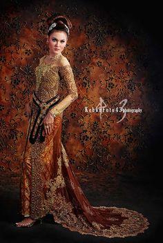 . Indonesian Kebaya, Indonesian Women, Batik Kebaya, Kebaya Dress, Kebaya Wedding, Beautiful Outfits, Beautiful Life, Baroque Fashion, Traditional Dresses