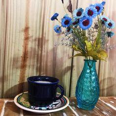 Café com leite coado é começar o dia fazendo carinho nas memórias afetivas de casa de mãe.  #bomdia #morningmotivation