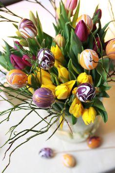 Ein bunter Ostergruß: Marmorierte Eier selbstgemacht mit Marabu easy marble